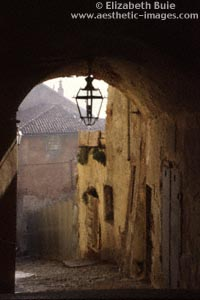 Archway and houses, Saluzzo (copyright Elizabeth Buie)