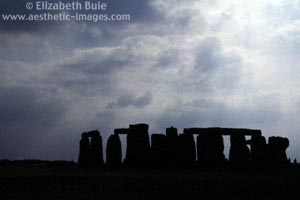 Stonehenge silhouetted by the rays of the late-afternoon sun (image no. 270A3-06, © Elizabeth Buie)