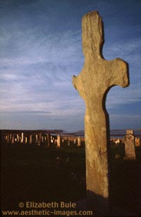 Kilnave Cross and cemetery (copyright Elizabeth Buie)